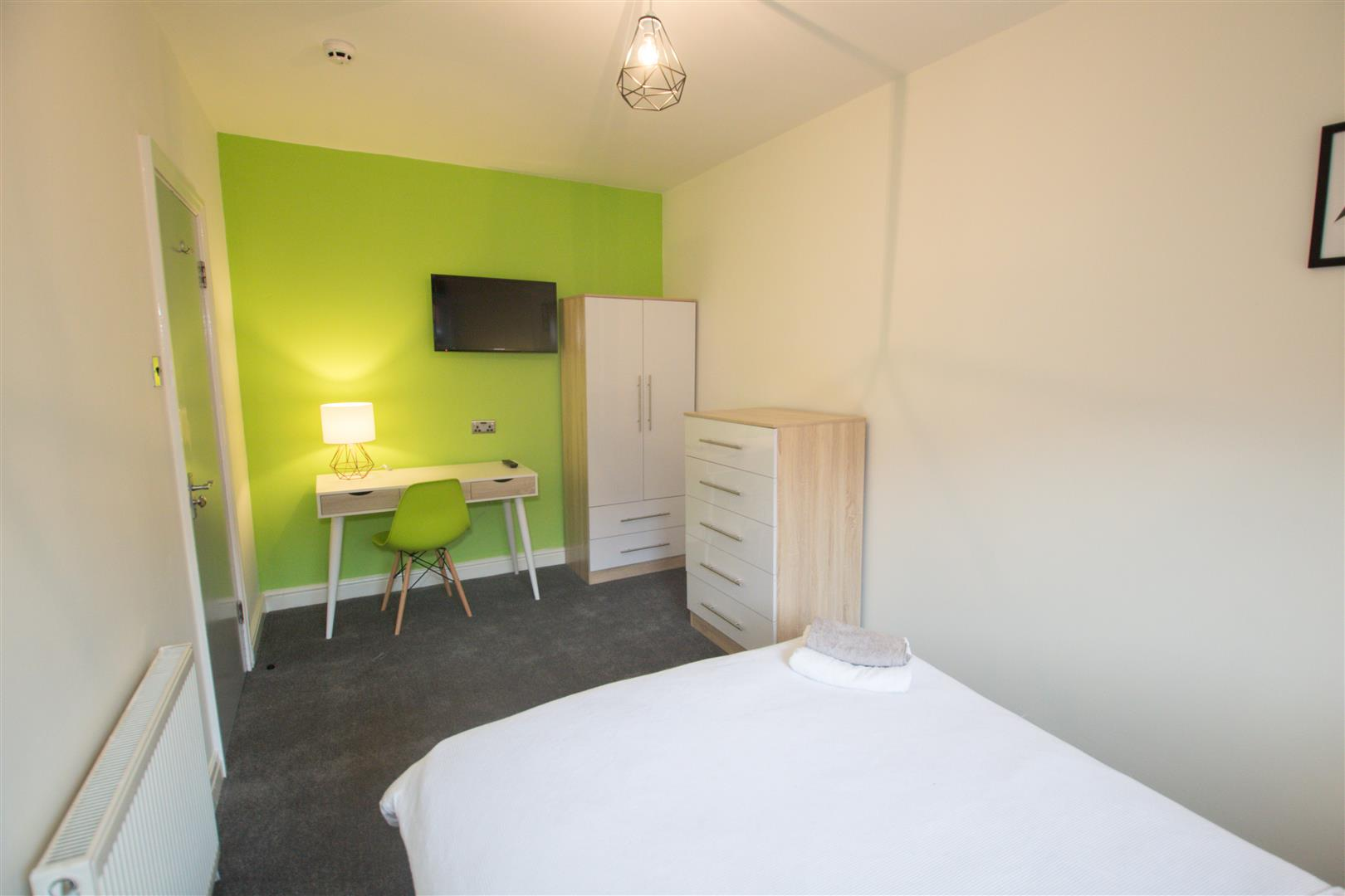 Room 2, Headingley Avenue, Leeds, LS6 3ER Image