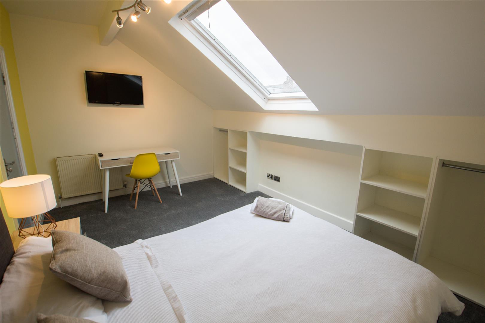 Room 6, 75 Headingley Avenue, Leeds, LS6 3ER Image